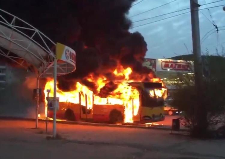 Пассажирский автобус сгорел вАргаяшском районе