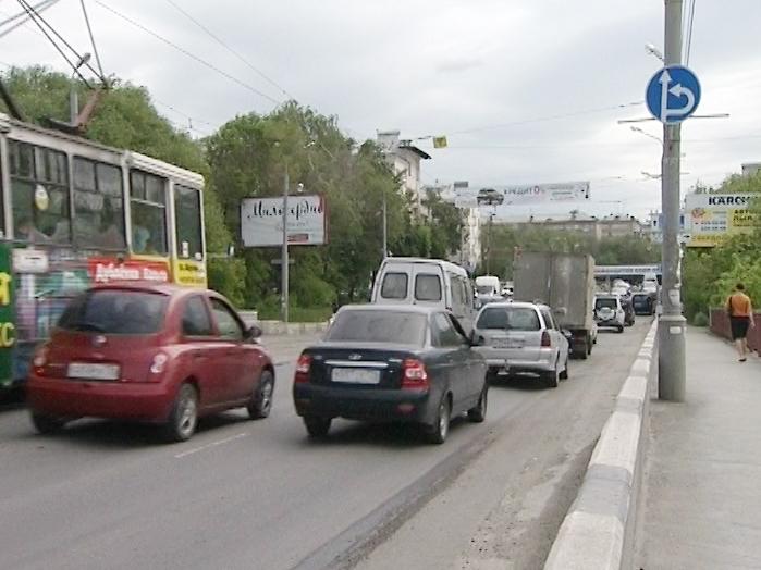 ВЧелябинске наЛенинградском мосту закрывают движение трамваев