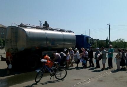 Южноуральцам разрешили пить воду из-под крана. Поиски виновникаЧП продолжаются