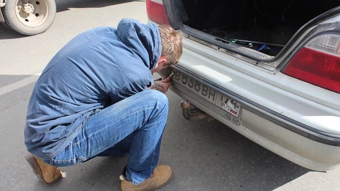 ВЧелябинске полицейские остановили авто сподложными госномерами