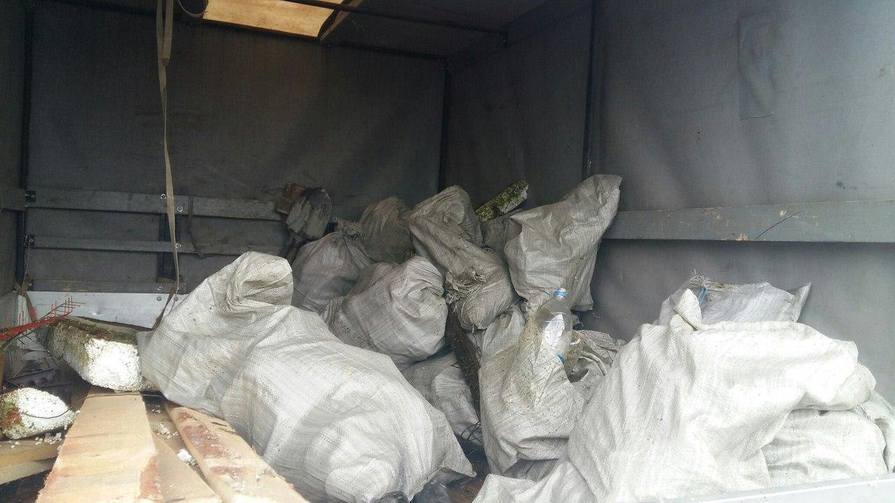 ИзМиасса вцентре Челябинска выловили автосиденье икорзины изсупермаркета