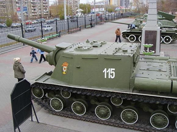 Хулиганы подпалили танк вСаду Победы вЧелябинске
