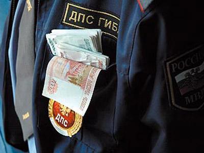 Челябинским инспекторам ДПС, вымогавшим уженщины взятку, угрожает до12 лет тюрьмы