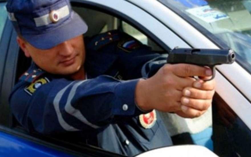 Челябинские полицейские применили оружие, преследуя нетрезвого водителя. Мужчина получил ранение