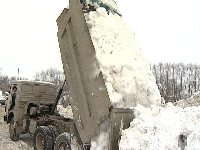 Челябинского бизнесмена заставили убрать свалку снега уреки Миасс