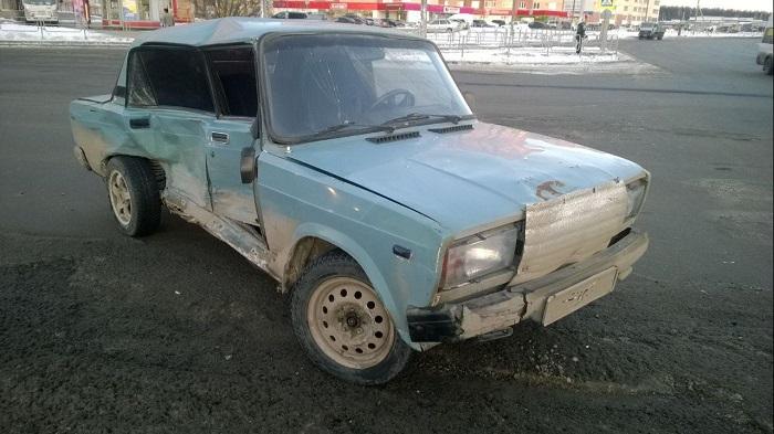 ВЧелябинске маршрутка спассажирами наполном ходу протаранила ВАЗ