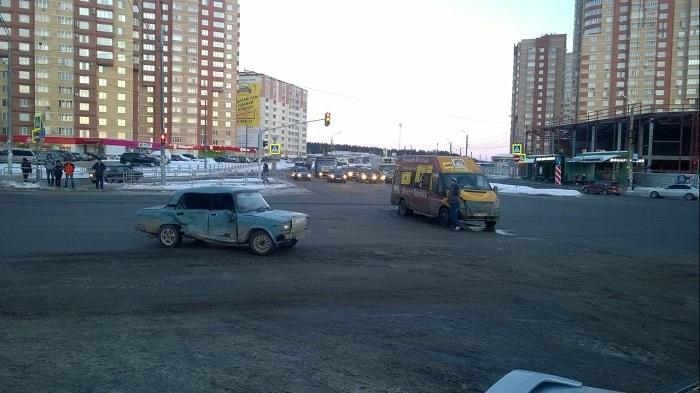 ВАЗ «протаранил» 48-ю маршрутку насеверо-западе Челябинска
