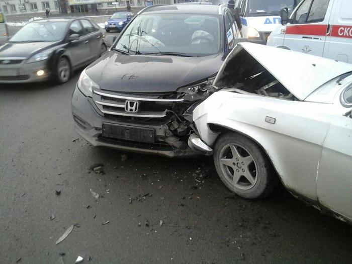 ВЧелябинске два ребенка ивзрослый пострадали вДТП наплощади Революции