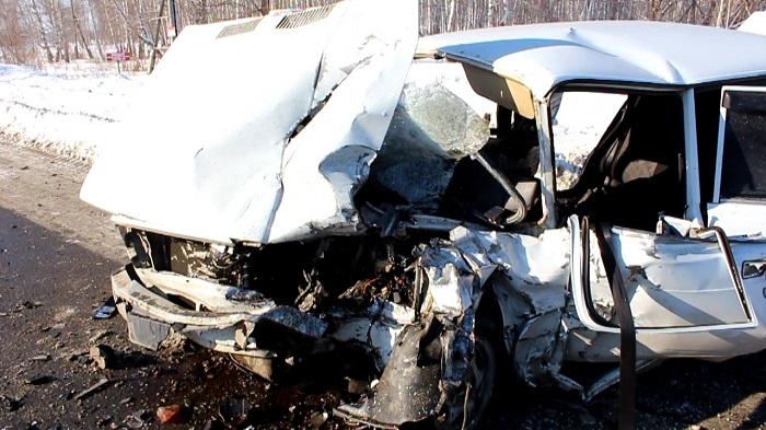 В основном районе Челябинска влобовой трагедии умер шофёр «ВАЗ»