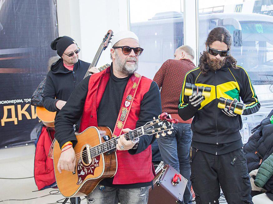Борис Гребенщиков сыграл бесплатный концерт для южноуральцев