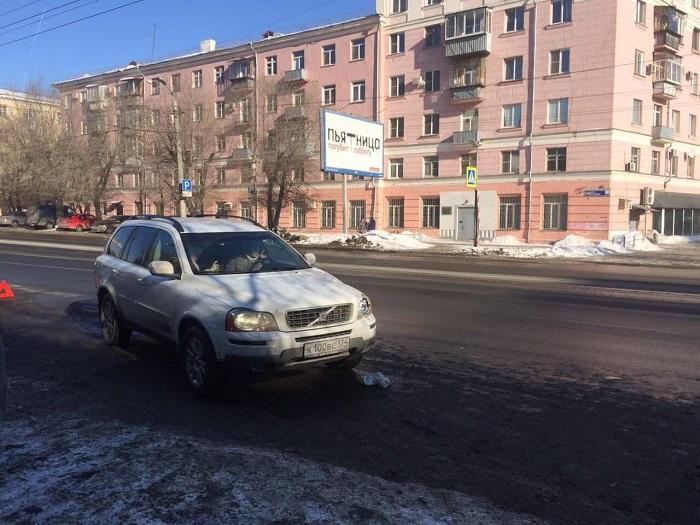ВЧелябинске кроссовер Вольво сбил школьницу напешеходном переходе