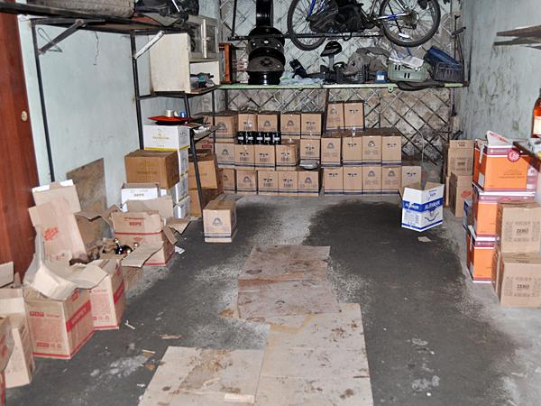 Неменее тысячи бутылок контрафактного алкоголя изъяли вЧелябинске