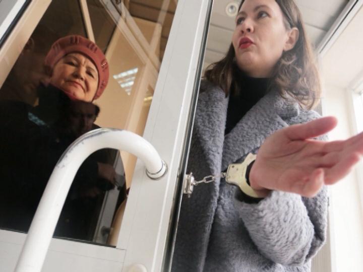 Начелябинку, приковавшую себя наручниками кдвери облпрокуратуры, завели дело