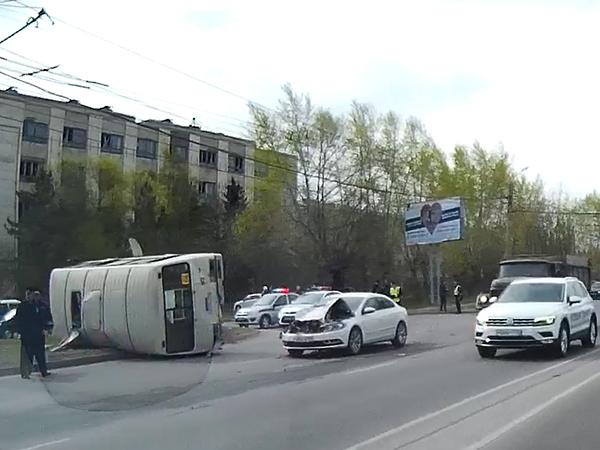 ВЧелябинске перевернулся автобус «ПАЗ» спассажирами: пострадали 7 человек