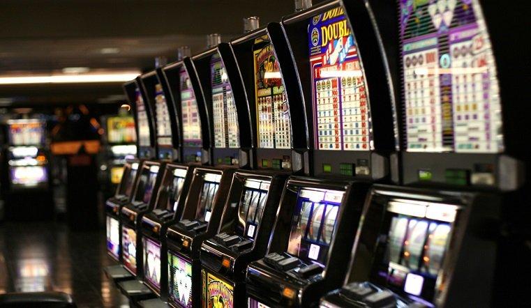 Игровые автоматы 2001 года игровые автоматы клубнички без регистрации обезьянка