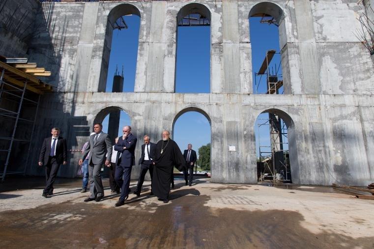 Борис Дубровский посетил строящийся Христорождественский кафедральный храм