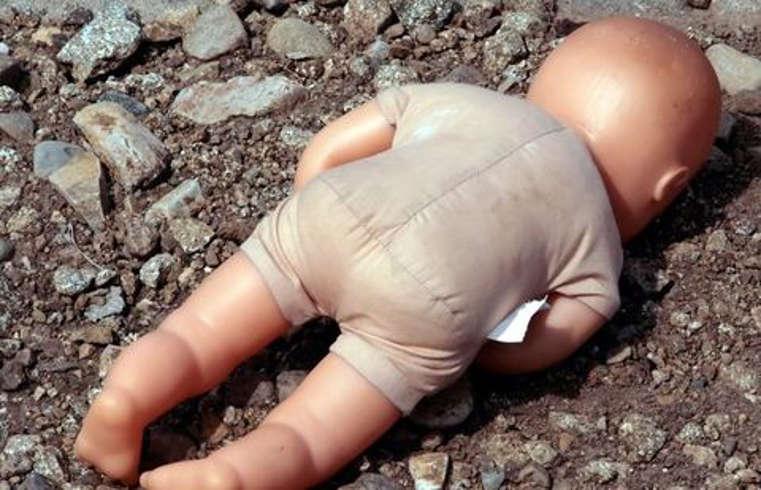 В Челябинске выбросили в мусор новорождённую девочку