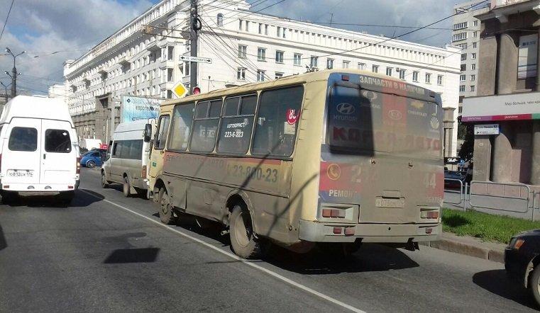 Две маршрутки столкнулись напроспекте Ленина, пострадал один человек