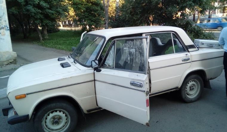 Сотрудники ГИБДД догнали угонщиков ВАЗа, взломавших машину наглазах хозяина