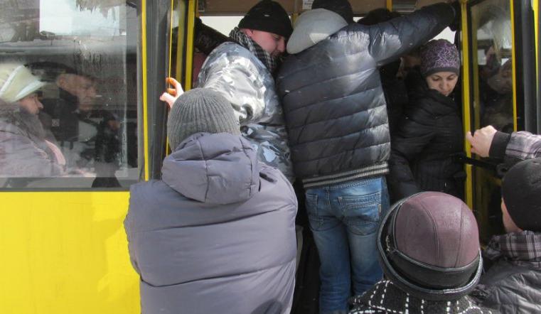 Шофёр маршрутки вЧелябинске невыпускал ребенка иустроил истерику пассажирам