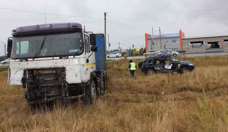 ВЮжноуральске шофёр джипа скончался наруках мед. работников после ДТП с грузовым автомобилем