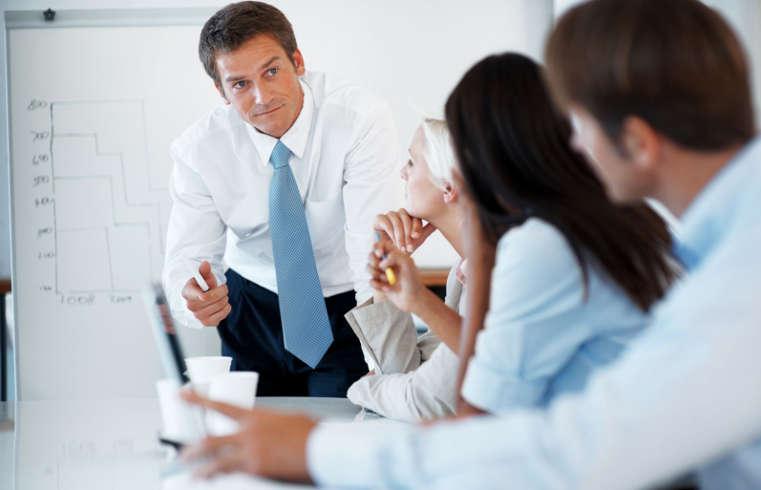 Большинство опрошенных омичей признались, что неготовы дружить сначальником ради выгоды