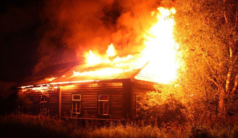 Гражданин Челябинской области поджег дом, вкотором спали родственники супруги