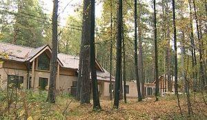 Соратники бывшего губернатора Юревича построили для себя на Увильдах местную Рублевку