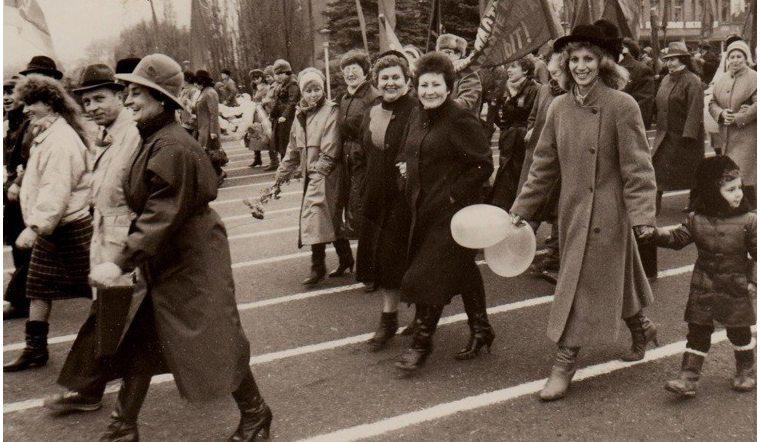 Большинство опрошенных граждан Челябинска выступают завозвращение праздника 7ноября