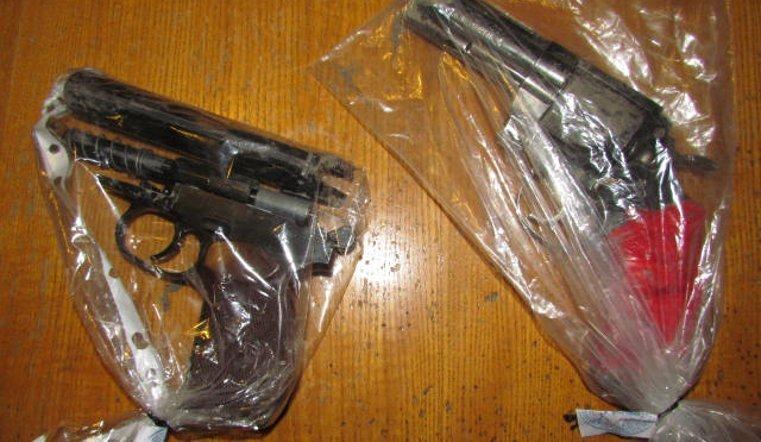 ВКопейске полицейский, находясь навыходном, поймал преступника спистолетом