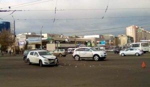 Авария с участием маршрутного такси перекрыла проезд трамваям в Ленинском районе Челябинска