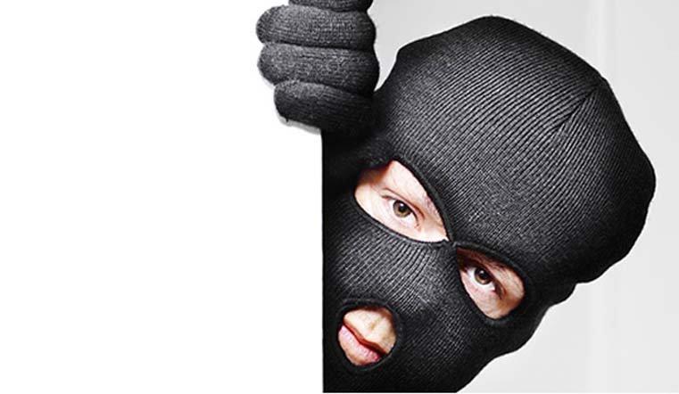 Ограбление по-уральски. Кража 3 млн рублей из банкомата попала на видео