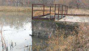 Вещества, в том числе и первого класса опасности, либо осели здесь, либо течение унесло их дальше по реке