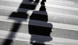 Двоих пешеходов сбил водитель Peugeot в Миассе