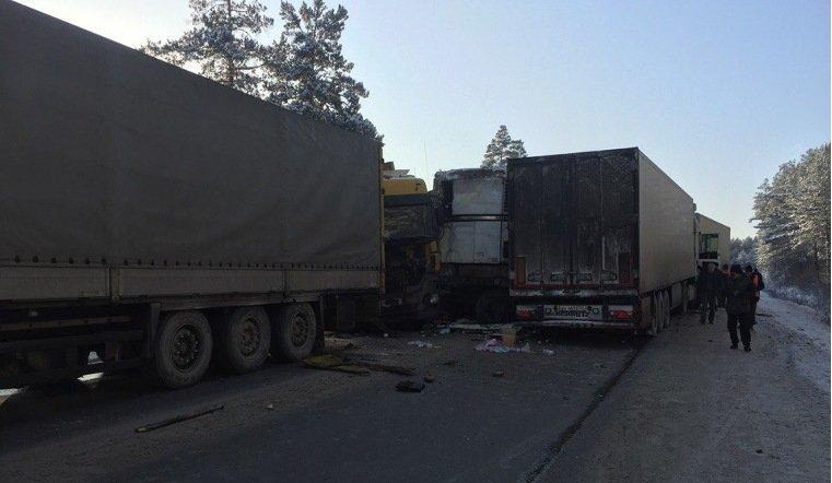 НаЮжном Урале столкнулись семь фургонов