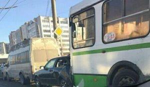 Авария произошла в районе пересечения улицы Молдавской и Комсомольского проспекта