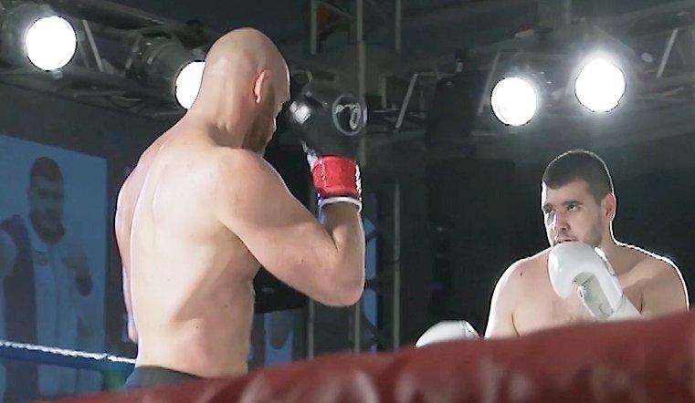 Для актера Владислава Дёмина это был дебют – первый профессиональный бой в карьере