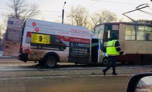 столкнулись маршрутка и трамвай Челябинск