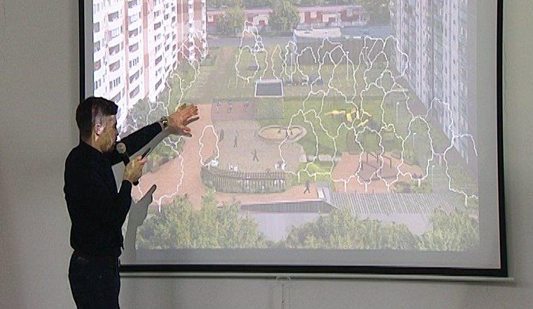 Своими идеями делится с теми, кто ставит в наших дворах типовые проекты