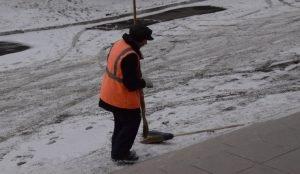 В Челябинске пока со снегом справляются дорожные пылесосы