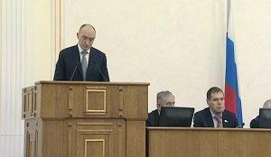 Первым к трибуне выходит председатель движения Борис Дубровский