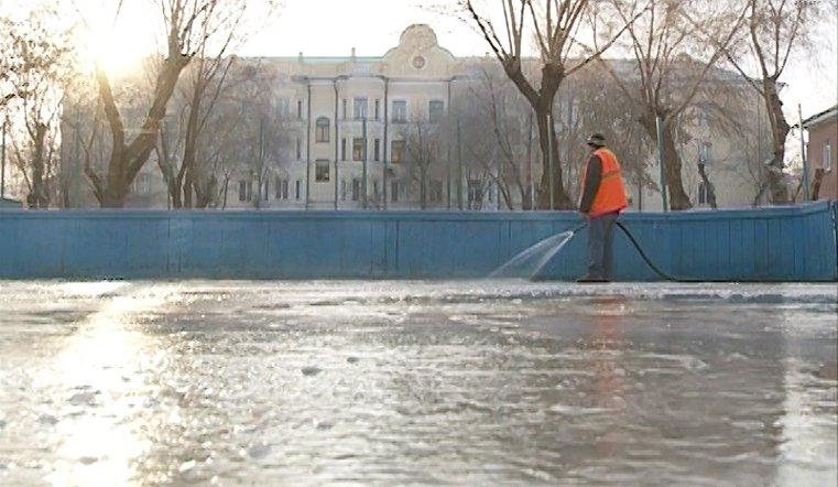 В одном только Ленинском районе льдом покроются девять хоккейных коробок