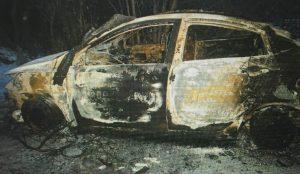 Два копейчанина украли машину у таксиста и сожгли ее