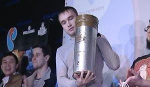 """Победители суперфинала получили гильзу настоящего снаряда танка """"Армата"""""""