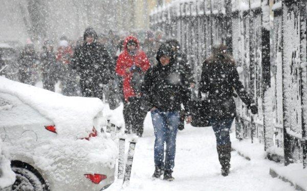 Опять метель. Снежная буря идет на Южный Урал