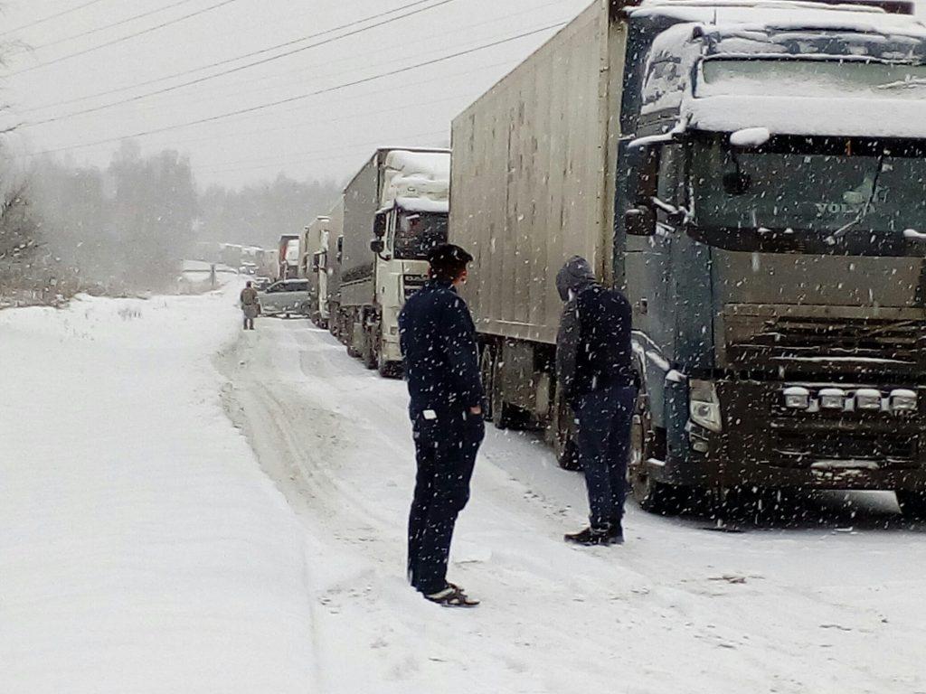Натрассе М-5 «Урал» из-за снега ограничено движение— Транспортный коллапс