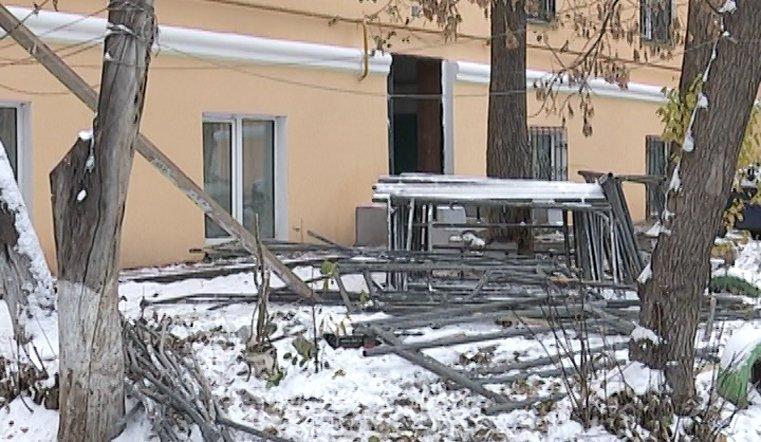 Жильцы четырех домов, в которых проводилась замена систем отопления, в минусовые температуры замерзали в квартирах
