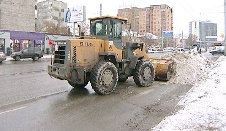 С челябинских дорог убирают снег