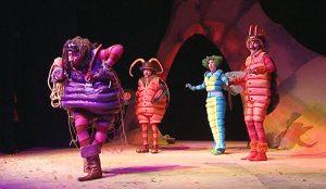 """Театр людей и кукол """"Чудаки"""" был основан в конце 80-х годов"""