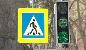 На оживленном перекрестке поставили светофор